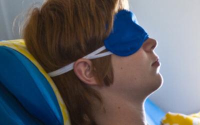 11 astuces pour dormir en avion : place à la détente !