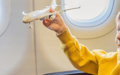Voyager en avion avec des enfants : nos 14 conseils